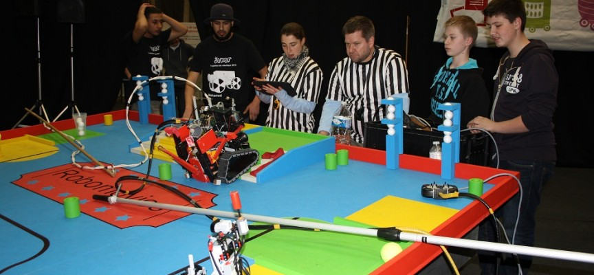 Les robots s'affrontent dans le plus grand fair-play.