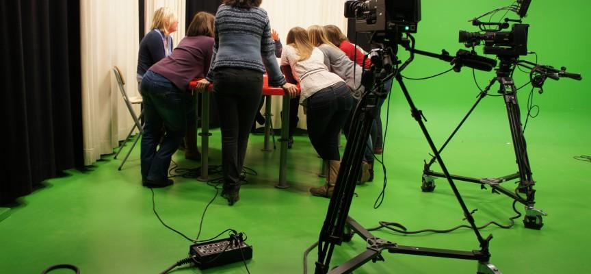 Réunion de rédaction sur le plateau télé.