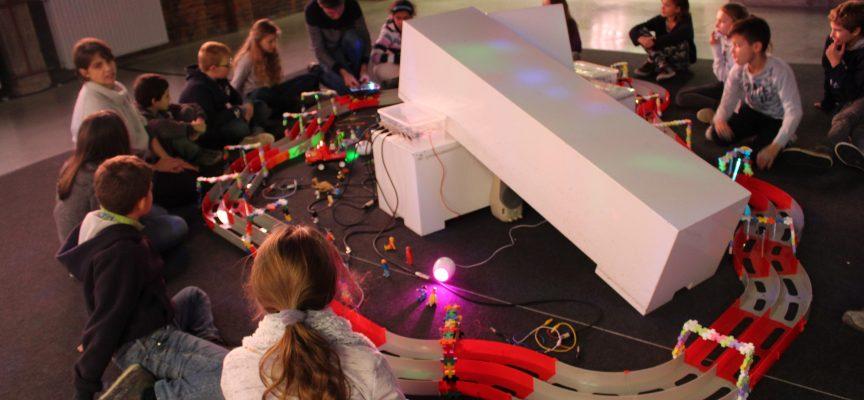 En novembre, les élèves de primaires avaient construit un drôle de circuit avec les artistes de Mixage Fou!
