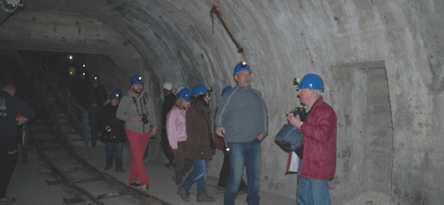 Le tunnel est long d'environ 2 km et passe sous la commune de Frameries