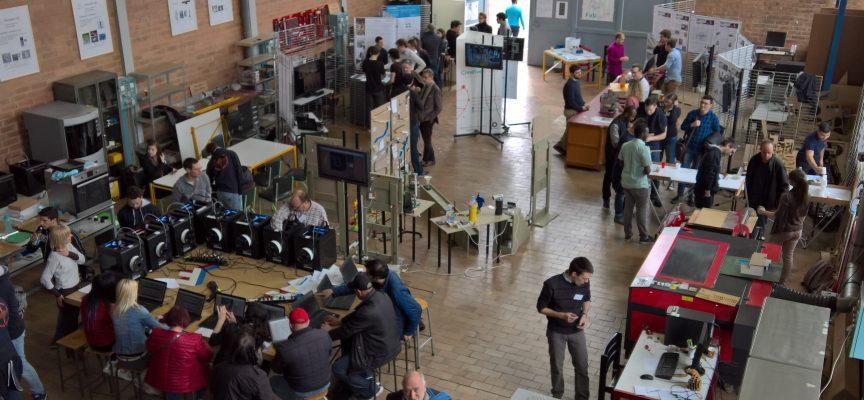 Comme beaucoup d'autres, le Fab Lab de Mons est un grand lieu d'échange.